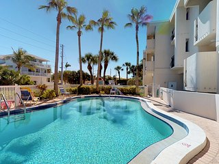 Oceanfront condo w/ a shared heated pool and ocean views, walk to free trolley!