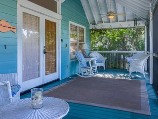 Charming cottage w/ island views, entertainment & nearby beach access!