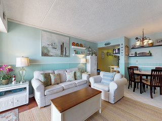 Charming, nautical-themed condo by the beach w/ balcony & shared pool