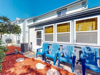 NEW LISTING! Cozy condo w/shared pools, tennis & nearby beach access