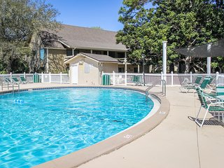 Dog friendly coastal home w/ shared pool, sports courts, & beach access