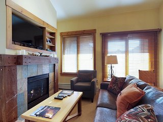 Ski-in/out condo w/shared pool, hot tub & sauna - walk to village