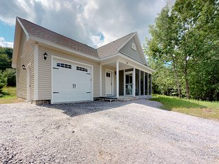 Lovely, newly-constructed home on 100 acres w/ high-end appliances!
