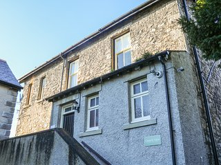 CHURCH VIEW, apartment, woodburner, enclosed patio, WiFi, in Grange-over-Sands