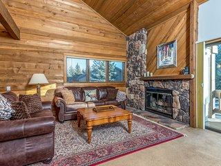 Stylish dog-friendly home w/ golf on-site, shared pool, sauna, hot tub, & tennis