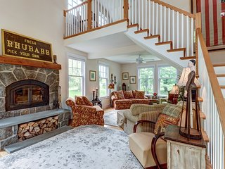 Secluded, elegant home w/ furnished deck - close to skiing!