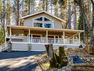 Spacious, airy home w/2 decks & shared pool - walk to Pine Mountain Lake Marina!