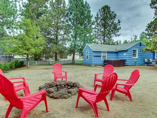 Colorful cottage w/ patio, private hot tub, yard, & great location near downtown
