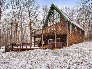 Lake access chalet-style home w/ 2 furnished patios, & private hot tub - dogs OK