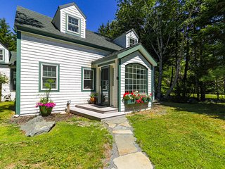Charming home w/patio & gas grill- minutes to Acadia NP & shoreline