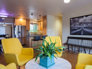 Modern 3BR Plus Home, Walk to Old Town Scottsdale