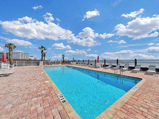 Beachfront condo w/ shared pool, views - beach life on a budget