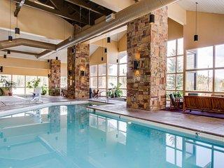 Ski-in/ski-out studio condo w/ a shared pool, hot tub, fitness room