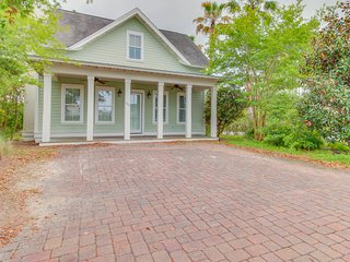 Elegant home in quiet neighborhood w/ shared pools - near beach, dining, & more!