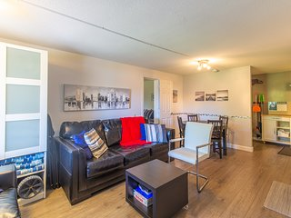 Charming condo w/ patio & shared pool and BBQ area - close to the beach!