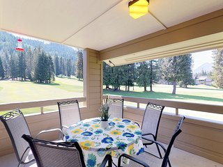 Roomy, beautifully decorated condo near skiing & lake Wenatchee