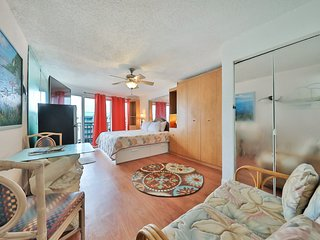 NEW LISTING! Cozy condo w/shared pool & convenient location - easy beach access