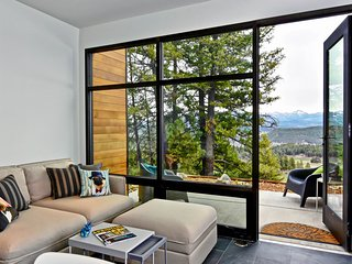 Contemporary-style apt w/ amazing mtn views - close to town, easy slope access