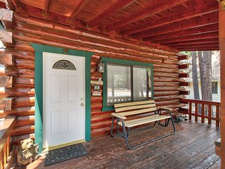 Newly remodeled cabin with fireplace and close to the lake!