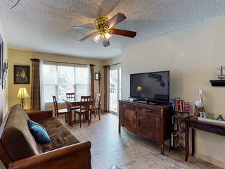 Oceanfront condo w/shared pool, hot tub, near beach & Schlitterbahn