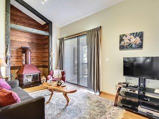 Inviting condo with sweeping mountain views - close to town, lakes & ski!