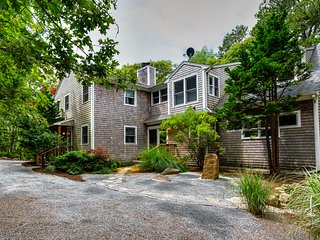 Updated Martha's Vineyard home w/jet tub, fireplace- close to ferry terminal!