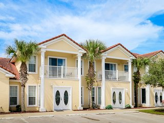 Spacious townhome with shared pool near golf, marinas & restaurants!