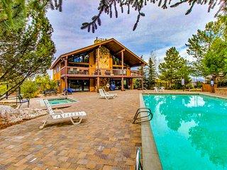 NEW LISTING! Charming condo at heart of the Canyons w/ seasonal pools & hot tub