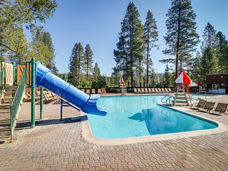 Large, dog-friendly home w/ access to a shared pool, hot tub, & fitness room
