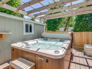 NEW LISTING! Beautiful suite w/ lake & city views, shared hot tub -near downtown