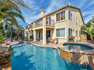 Luxurious house w/private hot tub & pool - short drive to beach