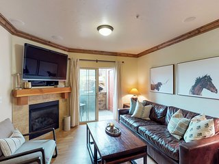 Family-friendly townhome w/shared hot tub & pool, close to dining