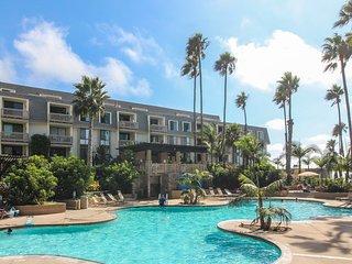 Enjoy a shared pool, hot tub, & gym - walk to Oceanside Pier