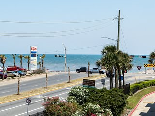 Sunny oceanfront condo w/ great views, private balcony, & shared pool/hot tub