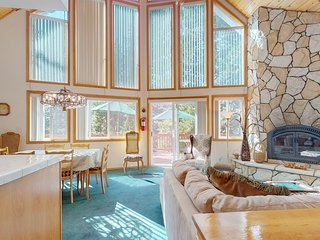 NEW LISTING! Family-friendly home w/ deck, hot tub, ping pong & lake view
