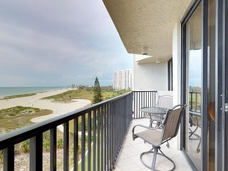 Quiet beachfront condo w/ shared hot tub, pool & stunning views!