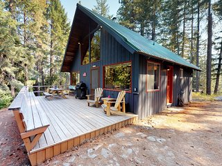 Dog-friendly cabin w/deck, wood stove, near Lake Wenatchee