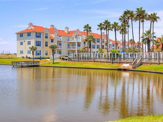 Dog-friendly condo w/ shared pool & fitness center - close to beach access!