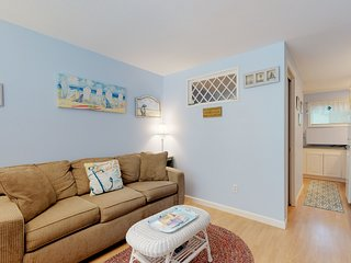 NEW LISTING! Charming condo w/patio & shared pool - walk to beaches, restaurants