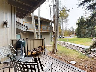 Mountain condo w/deck & shared hot tub/pool - bus to lifts!