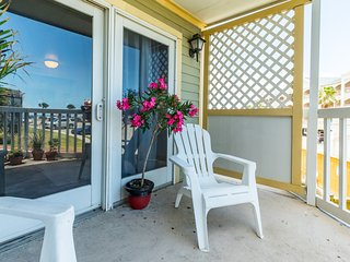 Updated resort condo with shared pool/hot tub and oceanfront views