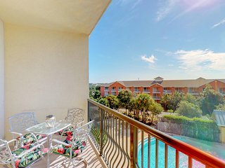 Beautiful condo w/beach views, shared pool & hot tub - beach nearby
