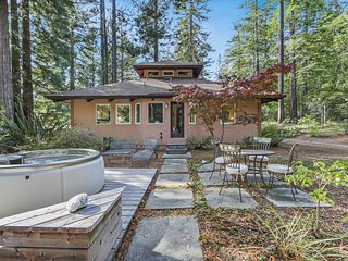 Woodland home w/ hot tub, deck, olive tree, near beach-1 dog OK