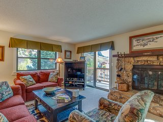 Mountain view condo w/ balcony, fireplace & shared hot tub - walk to lifts!