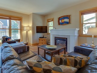 Ski-in/out from this dog-friendly townhome w/trail to town & skiing