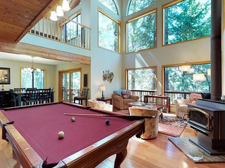 Private home w/ pool table, gorgeous setting & shared pools