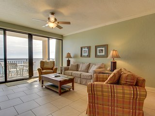 Gorgeous waterfront condo w/shared pool, fitness room & sport court!