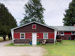 NEW LISTING! Dog-friendly studio with a large yard - close to Stowe Village!