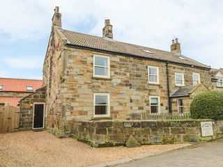 STREET HOUSE COTTAGE, pet-friendly character cottage, in Staithes