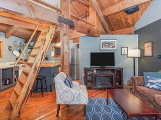 Peaceful Girdwood retreat with large deck and private hot tub!